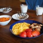 会社を休んだ平日の朝にはゆっくりと朝食をつくる